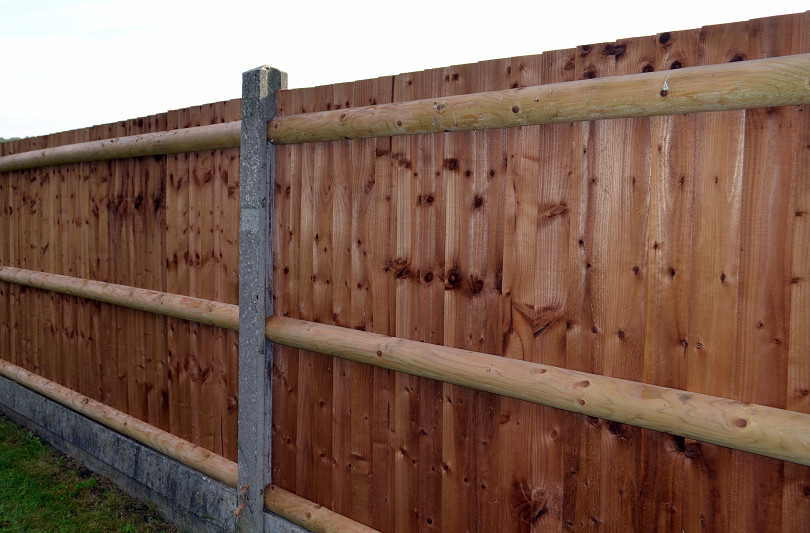 Roofer building new garden fence in Sevenoaks and Maidstone